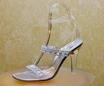 capt.la10302262058.oscar_diamond_shoes_la103.jpg